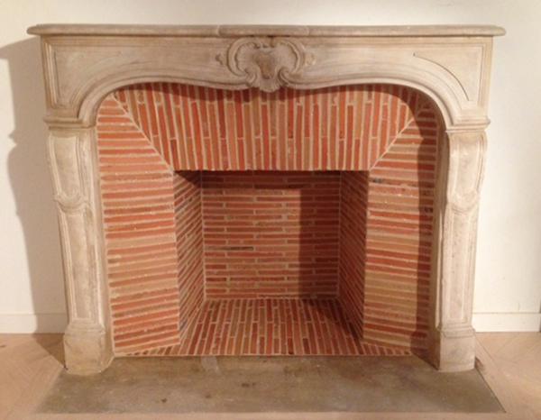 installation d une chemin e en pierre par le plaisir du feu le plaisir du feu. Black Bedroom Furniture Sets. Home Design Ideas