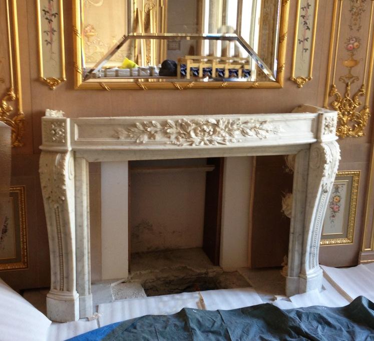 La cheminée est en cours d'installation