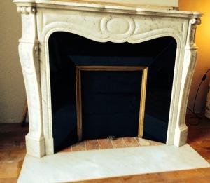 Pose de cheminée Pompadour en marbre