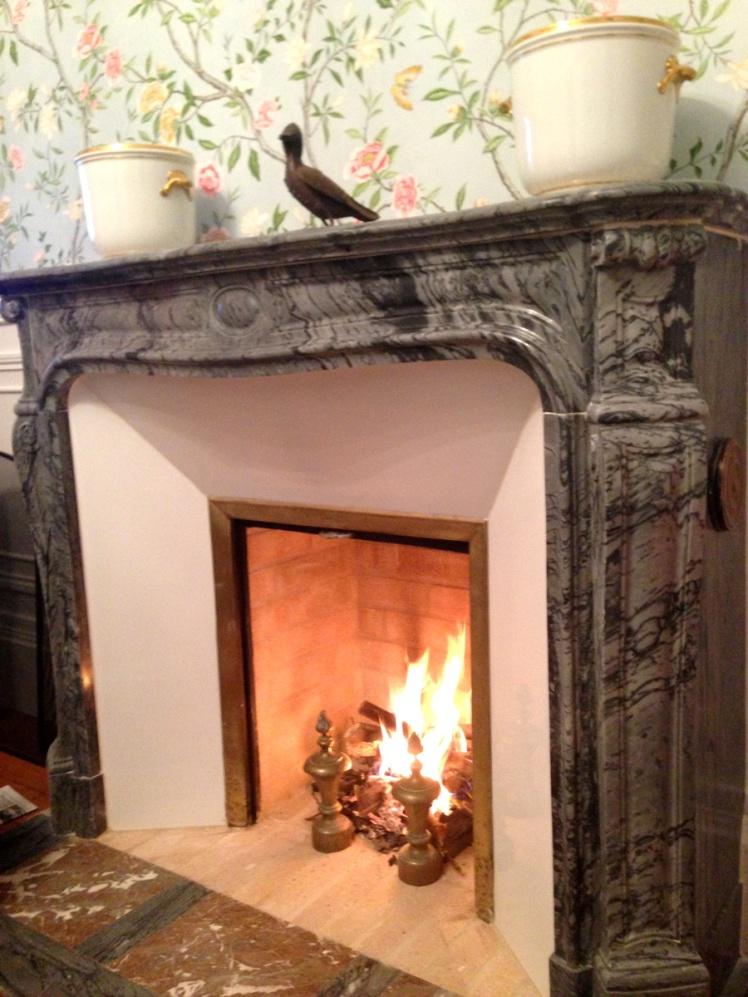 La décoration est terminée et un beau feu de bois a été allumé !