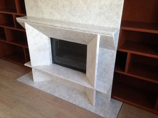 une chemin e capucine avec un insert moderne le plaisir du feu. Black Bedroom Furniture Sets. Home Design Ideas