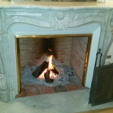 chemin e de style louis xv le plaisir du feu. Black Bedroom Furniture Sets. Home Design Ideas
